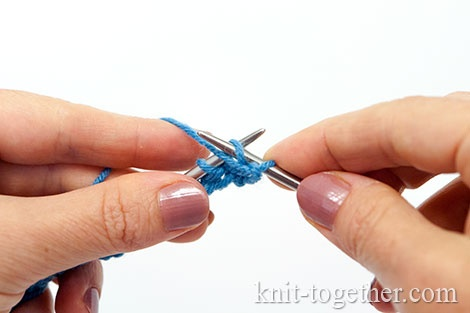 Granny's purl stitch: This stitch is also called the second method purl stitch. Insert the right needle into the stitch from left to the right, place your working yarn in front of the left needle.